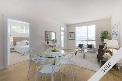 Lower Lonsdale Condo for sale:  2 bedroom 977 sq.ft. (Listed 2019-10-15)
